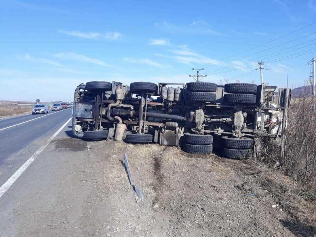 Grav accident cu un CAMION. Doi copii implicați